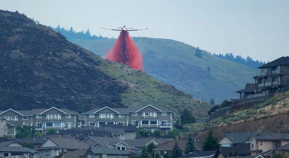 AT802 over Batchelor Heights fire Kamloops by Bernie Hudyma