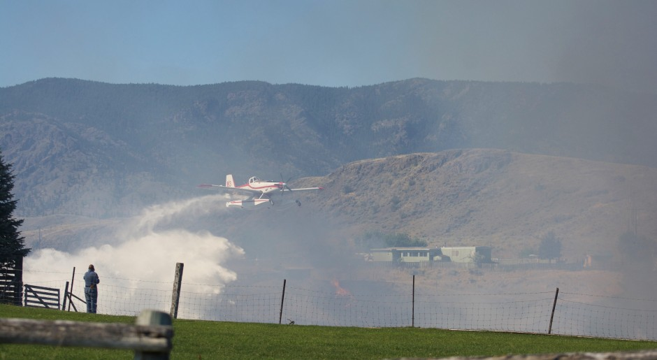 Air Tractor 802 Amphibious Fireboss actioning the Cherry Creek Wildfire in BC photo Susanne De Montreuil-2