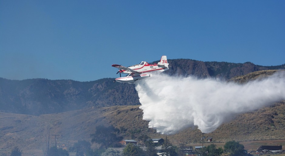 Air Tractor 802 Amphibious Fireboss actioning the Cherry Creek Wildfire in BC photo Susanne De Montreuil-3