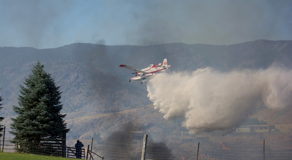 Air Tractor 802 Amphibious Fireboss actioning the Cherry Creek Wildfire in BC photo Susanne De Montreuil